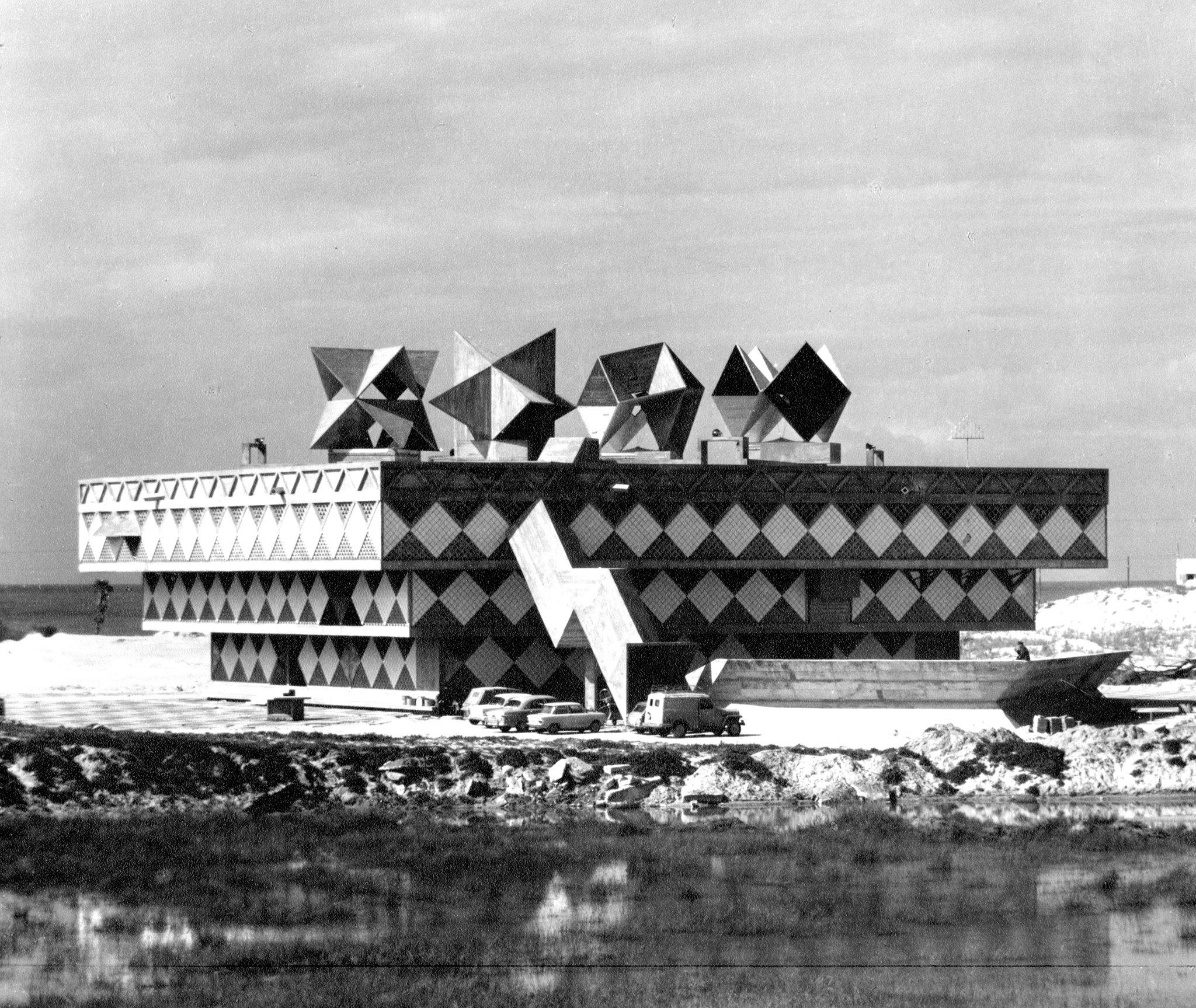 Architektura zmocňující se prostoru: Alfred Neumann